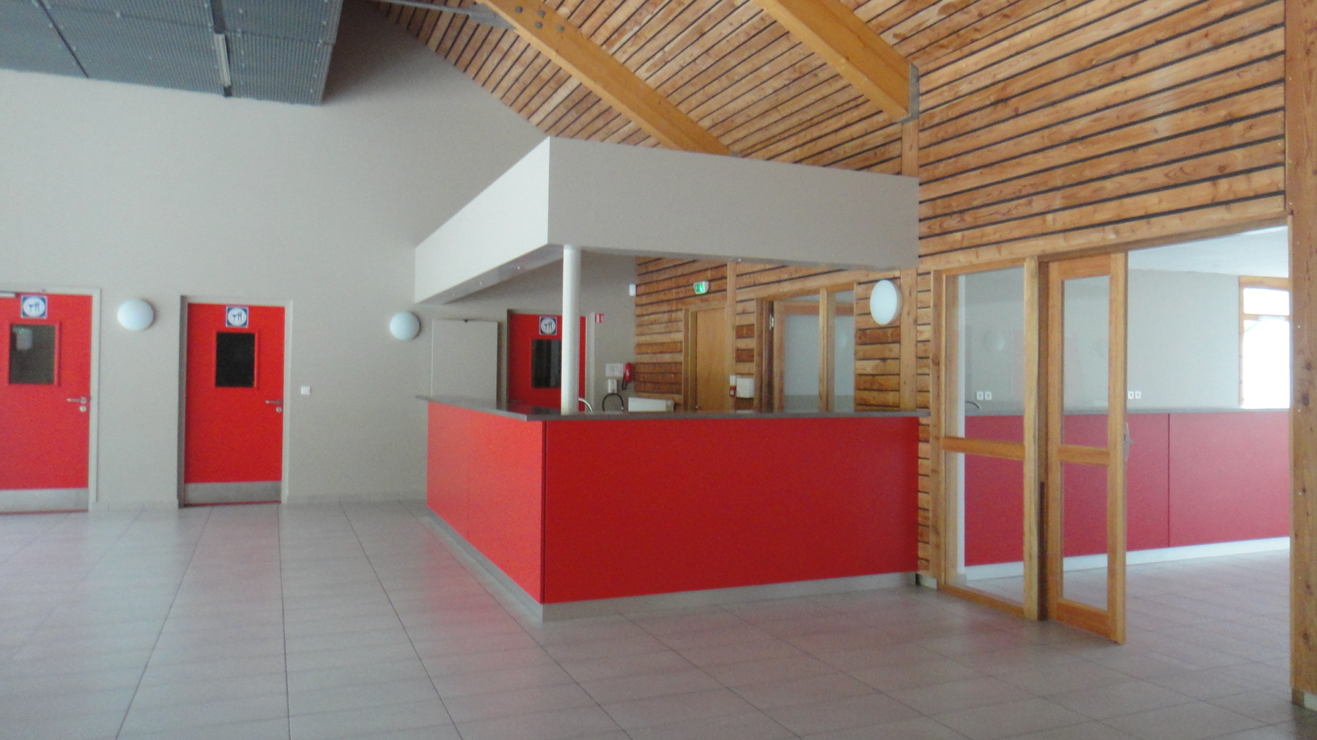 cote-bar-et-acces-cuisine